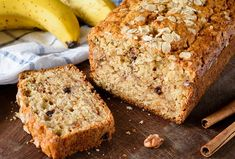 This delicious spiced pumpkin bread has the best flavor and texture. And the walnuts provide a wonderful contrast to the tender bread.Banana bread is the classic quick bread. Best Brunch Recipes, Quick Bread Recipes, Easy Delicious Recipes, Homemade Banana Bread, Best Banana Bread, Pumpkin Bread, Pumpkin Spice, Spiced Pumpkin, Biscuits And Gravy Casserole