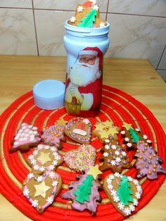 Kolorowe pierniczki w opakowaniu po kawie :) Kliknij w zdjęcie po szczegóły! #zróbtosam #diy #dekoracje #christmas #święta #decoupage