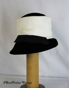 Fabulous Vintage Hat in White Leather and by 2goodponiesvintage, $89.00 #vintage #vintagefashion
