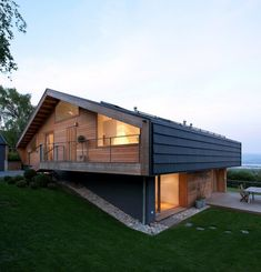 Modern interpretation of the villa, by LRS Architects. - Bettina Estro - - Modern interpretation of the villa, by LRS Architects. Wooden House Design, Wooden Houses, Modern Wooden House, Cob Houses, Small Houses, Architecture Résidentielle, Sustainable Architecture, Chalet Design, Chalet Style