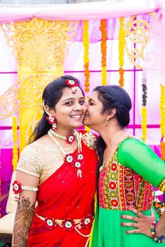 #indianbride #southindianbride #flowerjewellery #flowerjewelry http://www.pellipoolajada.com/contact-us