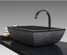 Un lavabo noir va donner le style moderne recherché de votre salle de bains. Permettez au noir de vous séduire par son charme particulier et très chic!