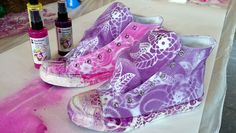 Another example of made-by-me sneakers! Fashion Spray by Marabu and stencil is all you need! Fabric Painting, Converse Chuck Taylor, Sneakers Fashion, Stencil, High Top Sneakers, Craft Ideas, My Style, Boots, Crafts