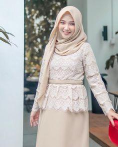 New Dress Hijab Formal Modest Clothing 30 Ideas Kebaya Modern Hijab, Kebaya Hijab, Kebaya Dress, Kebaya Muslim, Kebaya Brokat, Trendy Dresses, Modest Dresses, Nice Dresses, Modest Clothing