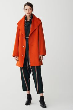 See the complete Issey Miyake Pre-Fall 2017 collection.