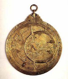 Astrolabe-bronze les Arabes inventèrent des instruments d'astronomie