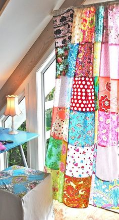 curtain patchwork - love these! I have patchwork curtains in my house and studio! Hippie House, Hippie Home Decor, Gypsy Decor, Patchwork Curtains, Colorful Curtains, Sewing Curtains, Patchwork Quilting, Cortinas Boho, Diy Originales