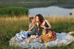 My world in a jar: La picnic cu Sun Food. Picnic Blanket, Outdoor Blanket, My World, Stuffed Mushrooms, Jar, Homemade, Vegetables, Food, Home Made
