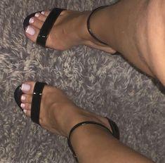 Pretty Toe Nails, Cute Toe Nails, Cute Toes, Pretty Toes, Beautiful High Heels, Beautiful Toes, Pictures Of High Heels, Acrylic Toe Nails, Gel Toes