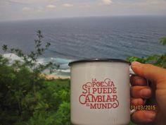 Taza LA POESÍA SÍ PUEDE CAMBIAR EL MUNDO - RETROPOT / Las tazas de siempre - Alberto Mouriño - Mou de Lugh www.retropot.es/... #RETROPOT #vintage #taza #mug #enamelmug #camping #camplife #retro #retropot #pot #peltre #coffee #tea #vintagemug #cup #deco #goodmorning #feelgood