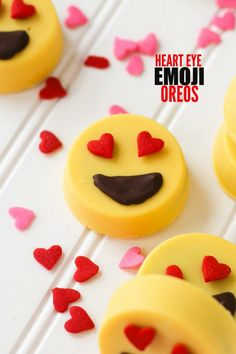 Heart Eye Emoji Oreos - Confessions of a Cookbook Queen