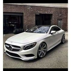 Mercedes – your ideal luxury car Luxury World Cars – Cars of the day, everyday is the car day! Your daily source of luxury cars. Mercedes Amg, Mercedes Sports Car, Mercedes S Class Coupe, Carros Audi, Motogp Valentino Rossi, Mercedez Benz, Nissan 370z, Nissan Gt, Luxury Sports Cars
