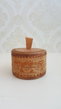 Finnish Vintage Birch bark box Made in Finland in the Birch Bark, Vintage Box, Made Of Wood, Leather Handle, Finland, 1970s, Decorative Boxes, Buy And Sell, How To Make