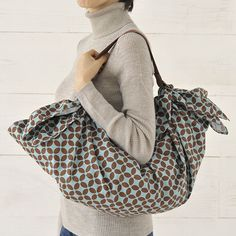 Rosie Sato, Most Gifted Wrapper Contestant, Round 2 Furoshiki Wrapping, Japanese Wrapping, Fashion 2018, Womens Fashion, Diy Bags Purses, Japanese Fabric, Cloth Bags, Cute Gifts, Wraps