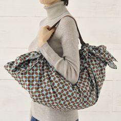 たっぷりはいってエコバッグにも最適な、フリークロスのバッグです。/フリークロス活用術(「はんど&はあと」2012年12月号)