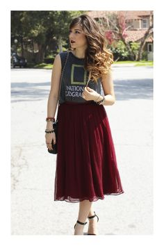 Skirt Tulle Outfit Graphic Tees Ideas For 2019 Midi Skirt Outfit, Pleated Midi Skirt, Skirt Outfits, Dress Skirt, Cute Outfits, Midi Skirts, Flowy Skirt, Graphic Tee Outfits, Graphic Tees