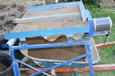 Compost vibration sifting table