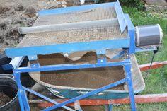 Compost vibration sifting table