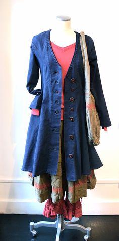 KOMBINATIONER - Östebro Striking jewel tones with blue frock coat layered over red