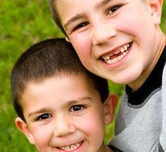 The two brothers look very similar.    その兄弟はとてもよく似ている。