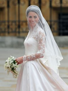Royal Wedding - Kate Middletons Wedding Gown - Finally Britans got a new Princess as Kate Middleton has tied the knot with Prince William. Find out what the Royals wore for the big day and who designed Kate Middletons wedding gown for the biggest day of her life!