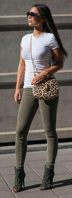 Sunglasses: DITA / Bag: CHLOE / Jeans: RIVER ISLAND / Shoes: SCHUTZ / Tee: ATM