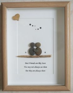 This is a beautiful small Pebble Art framed Picture of Best Friends handmade by myself using Pebbles, Driftwood & Wooden Heart Size of Picture incl Frame : approx. 22cm x 17cm Thanks for looking Doris Facebook: https://facebook.com/Pebbleartbyjewlls4u