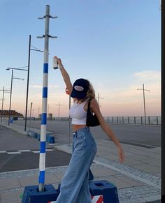 Fashion Poses, Teen Fashion Outfits, Retro Outfits, Cute Casual Outfits, Look Fashion, Trendy Summer Outfits, Vest Outfits, Mode Streetwear, Streetwear Fashion