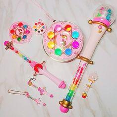 第一 代 所有  終於 收到 克魯魯波隆 不是 原版 可是 還是 Obtenez 了 一樣 是 日 版 二手 的 Q 翻倍 最多 就 這隻 原版 最貴 25k 這支 不到 1500 # 꼬마 마법사 레미 # 小 魔女 DoReMi # お ジ ャ 魔女 ど れ み Sailor Moon, Maho, Childhood Memories 90s, Ojamajo Doremi, Diy Galaxy, Mermaid Melody, Kawaii Jewelry, Rainbow Aesthetic, Magical Jewelry