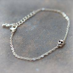 Tiny Skull Bracelet / Choose your color / gold and par laonato, $15,00