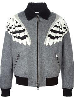(vía Park Hae-Jin y su Wool Owl Bomber Jacket de Valentino - Male Fashion Trends)