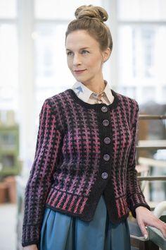Naisen raidallinen kohoneulejakku Novita Joki | Novita knits
