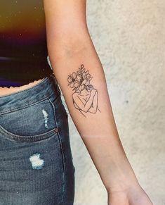 Hängende Krippe in Makramee in Creme (handgewebter Korbsockel) (H)AMOR propio se le llama. Dainty Tattoos, Baby Tattoos, Little Tattoos, Pretty Tattoos, Love Tattoos, Small Tattoos, Tattoos For Women, Tatoos, Line Art Tattoos