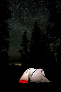 RV And Camping. Great Ideas To Think About Before Your Camping Trip. For many, camping provides a relaxing way to reconnect with the natural world. If camping is something that you want to do, then you need to have some idea Camping Places, Camping And Hiking, Camping Life, Tree Camping, Backpacking, Hiking Food, Camping Cooking, Beach Camping, Camping Ideas