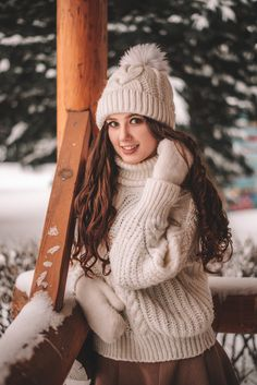 Thick Sweaters, Cute Sweaters, Winter Sweaters, Sweaters For Women, White Face Mask, Sweater Fashion, Lana, Winter Outfits, Woman Hair