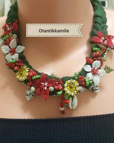 This post was discovered by Otantik Kamile. Discover (and save!) your own Posts on Unirazi. Diy Jewelry, Beaded Jewelry, Jewelry Design, Headband Tutorial, Dress Neck Designs, Point Lace, Cute Necklace, Textile Jewelry, Crochet Accessories