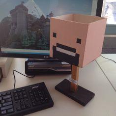 """VMBO GT CPE Beeldend 2014. Thema: ROEM. Opdracht: """"Maak een ereteken voor..."""". De leerling zegt: De titel is 'Notch Head Award'. Het is een trofee voor Notch (aka Markus Persson). Omdat hij Minecraft heeft gecreëerd: een goed idee met eindeloze mogelijkheden."""