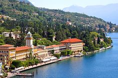 Grand Hotel Gardone - Gardone Riviera ... Garda Lake, Lago di Garda, Gardasee, Lake Garda, Lac de Garde, Gardameer, Gardasøen, Jezioro Garda, Gardské Jezero, אגם גארדה, Озеро Гарда ... Welcome to Grand Hotel Gardone Riviera. The first big hotel on Lake Garda, situated in Gardone Riviera, tells the elegance and the style of all an era and mantains its charm thanks to the loving care that our family and all our staff reserve it every day. The atmosphere of t
