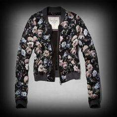 Abercrombie&Fitch レディース ジャケット  アバクロ Tara Bomber Jacket ジャケット ★アバクロの姉妹ブランドとして知名度も高く芸能人も多数愛用している人気ブランドHollister!注目の今季新作アイテム。 ★転写プリントしたようなグラフィックなスクリーンプリントがいい感じに味が出ている。