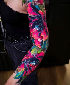 Incredible Japanese tattoo sleeve by Swipe to the side to see all 3 photos! Small Japanese Tattoo, Japanese Tattoo Meanings, Japanese Tattoo Women, Traditional Japanese Tattoos, Japanese Tattoo Designs, Japanese Sleeve Tattoos, Sleeve Tattoos For Women, Japanese Flower Tattoo, Flower Sleeve Tattoos