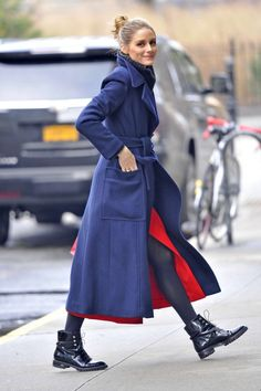 Olivia Palermo in Blue wool coat out in New York City January 11 2017 Olivia Palermo Outfit, Estilo Olivia Palermo, Olivia Palermo Lookbook, Olivia Palermo Style 2017, Look Blazer, Street Styles, Winter Mode, Mode Inspiration, Fashion Clothes
