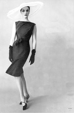 Betsy Pickering, photo by Richard Rutledge, Vogue, July 1959 | flickr skorver1