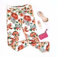 Anthropologie Floral Printed Skinny Pants Super fun and classy pants by Anthropologie. Size 2. White win multicolor floral print all over. Skinny style. Pockets and zip front. Excellent condition. (Coin purse and shoes for sale in my other listings!) Anthropologie Pants
