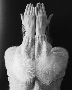 Когда #самасебефотограф Мой красавчик #свитер_smoke #свитерспицами #вязаныйсвитер