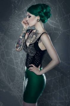Victoria Van Violence - green hair and green skirt Alternative Girls, Alternative Fashion, Sexy Tattoos, Girl Tattoos, Tatoos, Tattoo Girls, Dark Green Hair, Eyebrows, Green Tattoos