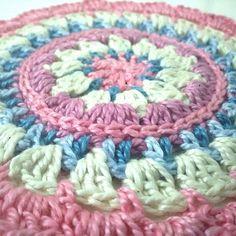 #crochet #crocheting #crochetaddict #crochetcute #crochetlove #crochetmandala #mandala #springmandala