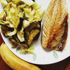 #lunch half a #mackeral #eggplant #zucchini #mushrooms and #cabbage sauteed and seasoned with #currypowder a medium size #banana my stomach want very happy after dinner last night so I cooked all #veggies  #paleo #paleodiet #lowcarbdiet #lowcarb #healthyfood #wholefood #realfood #weightloss #mealideas #nosugar #diet #naturalfood #pcos #protein #nourish #fitness by realfoodcharlie
