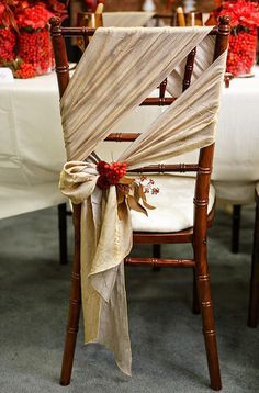 A causal twist on the standard Chiavari chair and tie style. Love this soft, natural looking fabric.