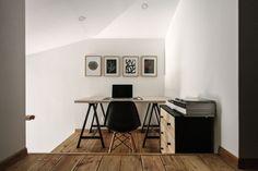 Construido por buro5 en Moscow, Russian Federation con fecha 2015. Imagenes por Luciano Spinelli. La principal fuente de inspiración del proyecto fue la geometría y la altura de la vivienda. Además, la casa está sit...