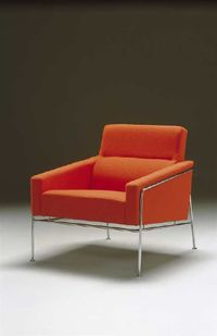 Chair with ID no 3301 in designer Arne Jacobsen's 3300 airport series. From 1956.